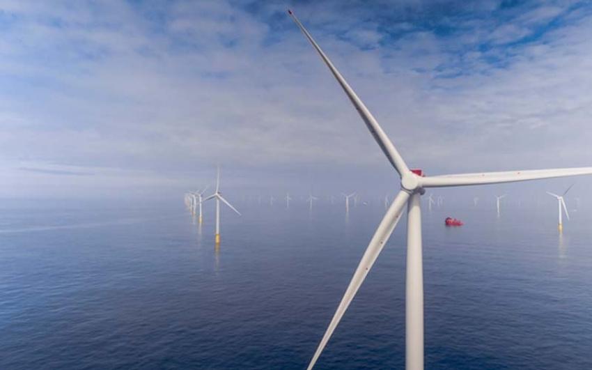 En Holanda, comienza a producir electricidad la primera turbina del parque eólico Fryslan, la mayor del mundo en aguas dulces.